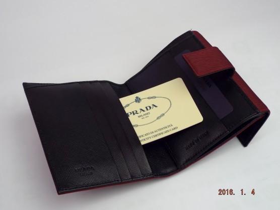 プラダ 二つ折り財布