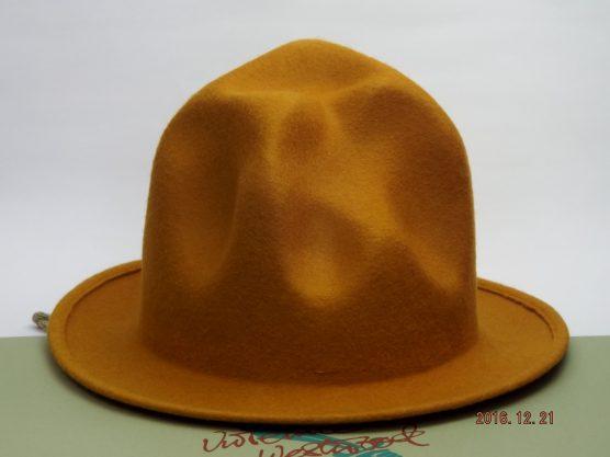 VIVIENNE WESTWOOD MOUNTAIN HAT caramel