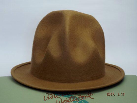 VIVIENNE WESTWOOD MOUNTAIN HAT Camel