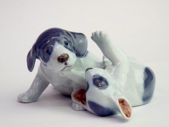 ロイヤルコペンハーゲン 戯れているポインターの子犬の画像